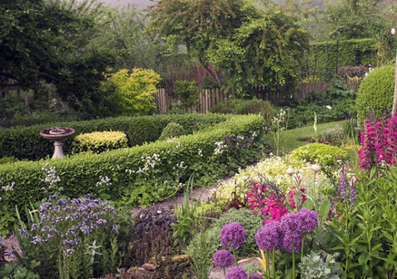 snape_cottage_garden_600x